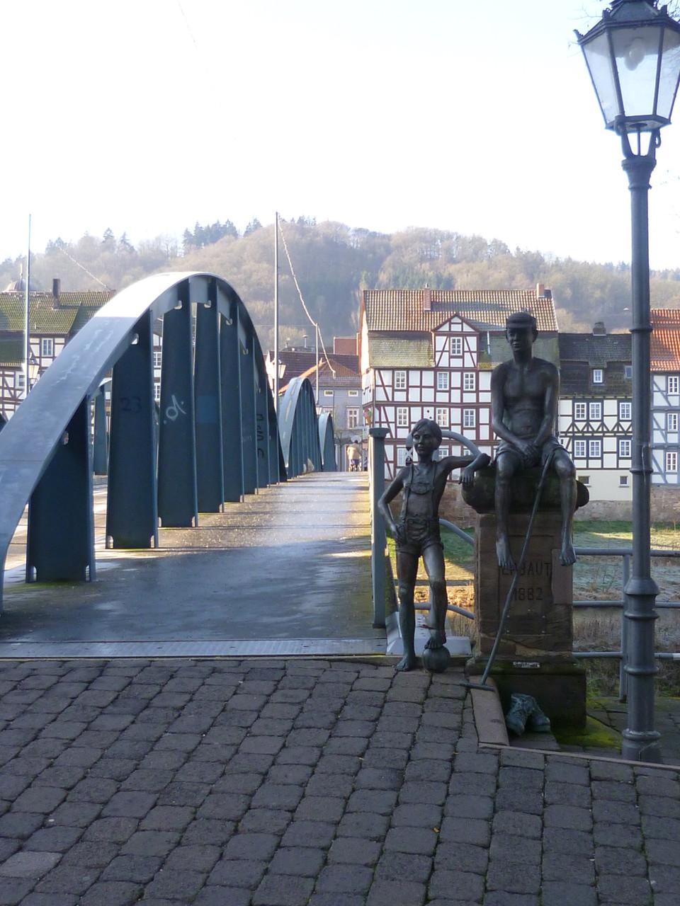 """Bronzeskulpturen """"Die zwei Knaben"""""""