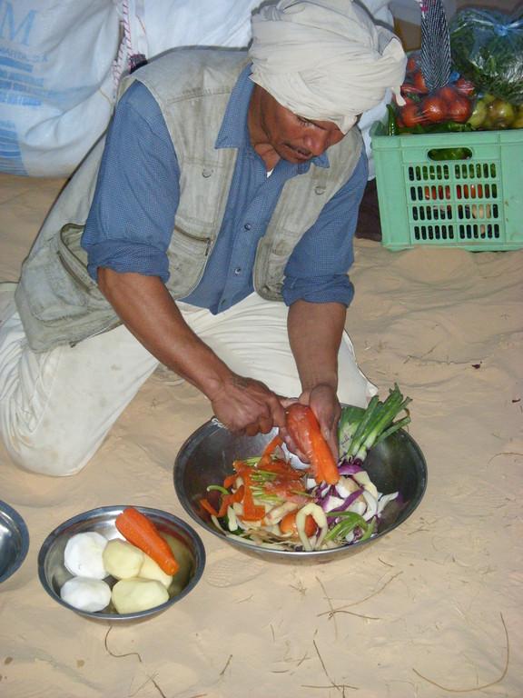Das Gemüse wird geputzt