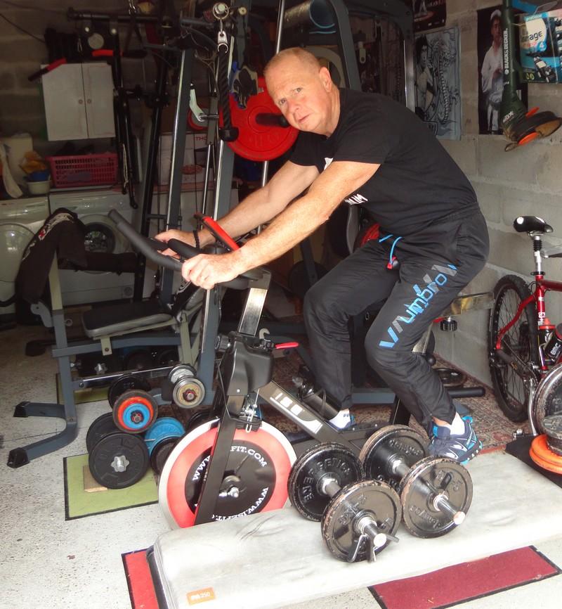 Marc Jourdan se maintient en forme dans sa salle de fitness.