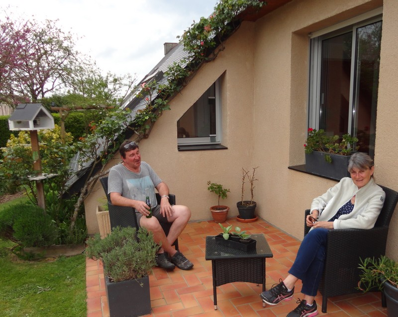 Michel Leloup livre les plantes ; difficile travail le métier de livreur.