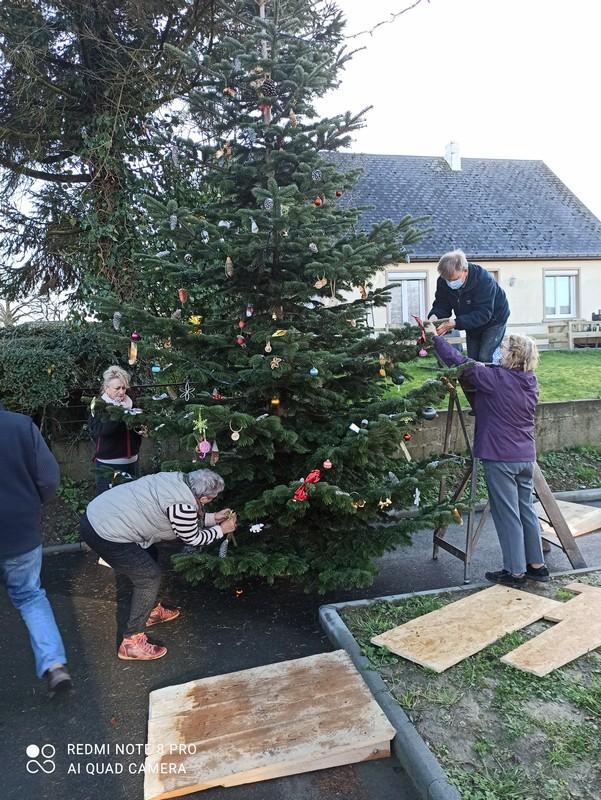 Sapin de Noël 2020 décoré par les habitants de Nicorps