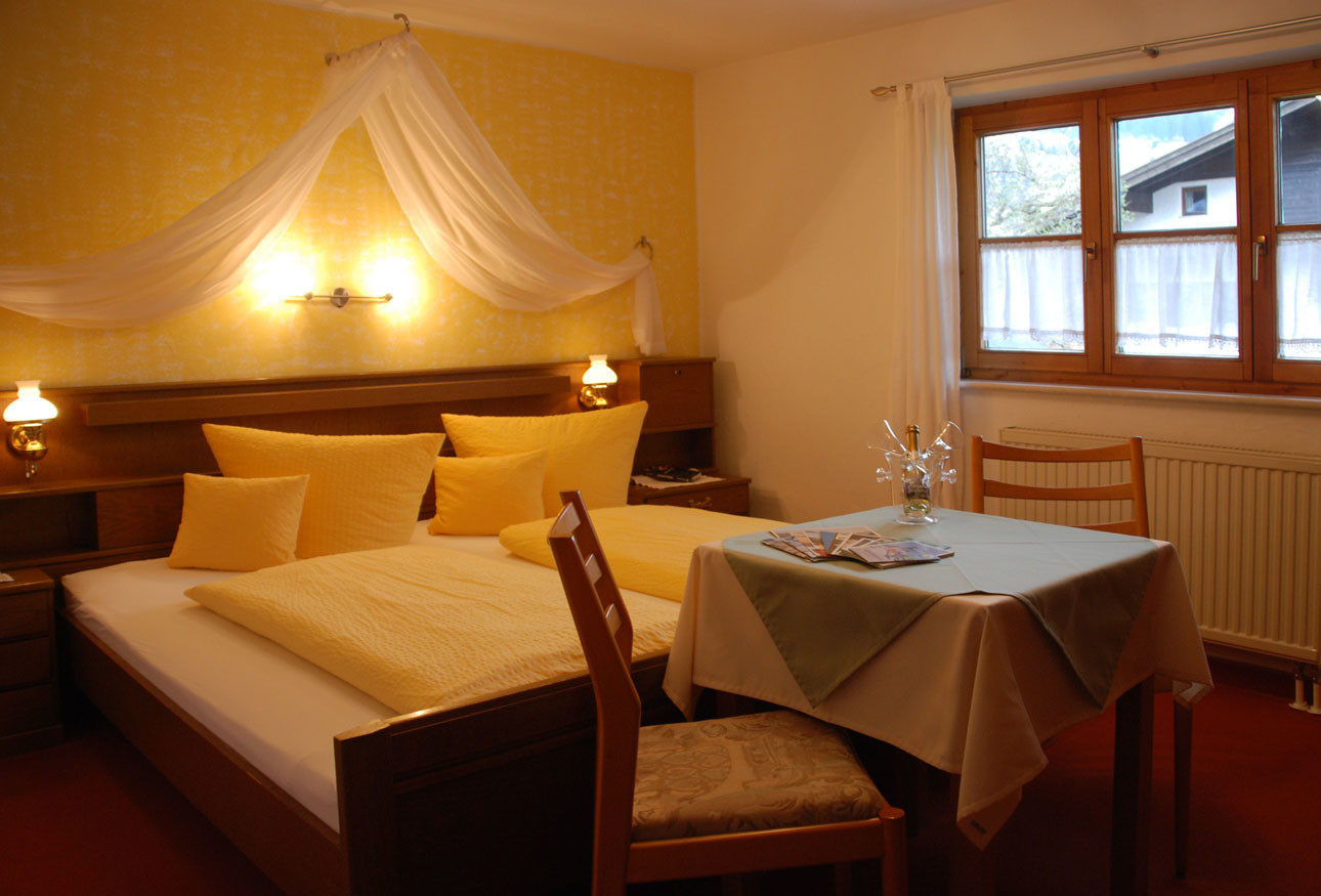 Gästehaus Berlinger – Zimmer mit Etagenbad