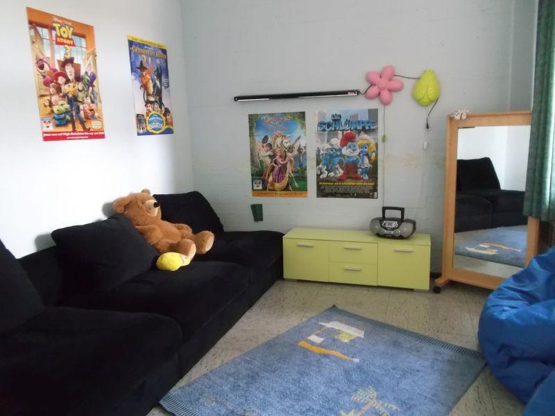 """""""Ruhe""""- Raum - Die Kinder können sich entspannen, abschalten, Musik hören oder sich verkleiden. In einer Kleingruppe sind sie unter sich."""