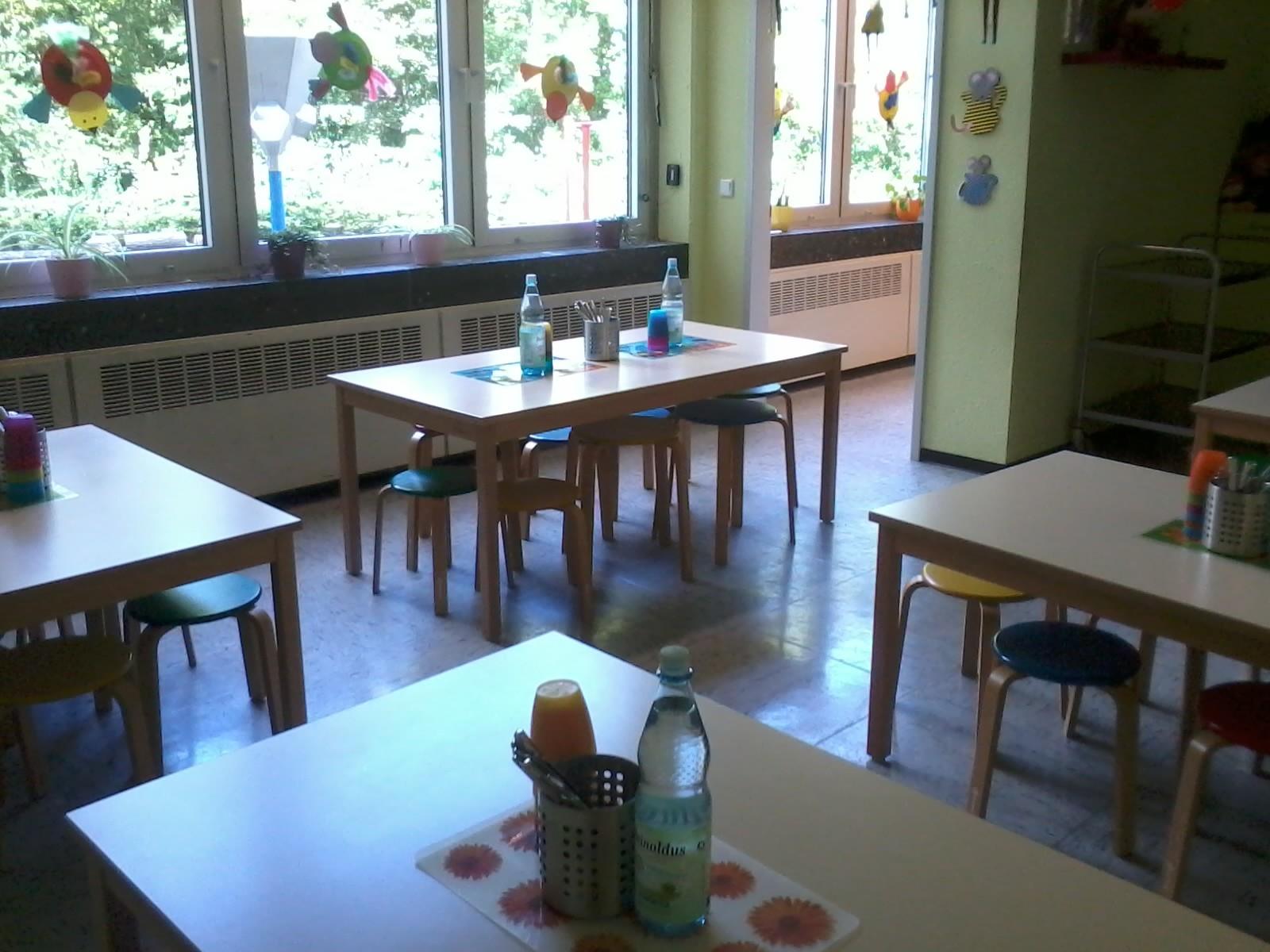 Essensraum - Nach der 4., 5. und 6. Stunde wird hier das Mittagessen gegessen. Ebenso findet hier die Back- und Schlemmer AG statt.