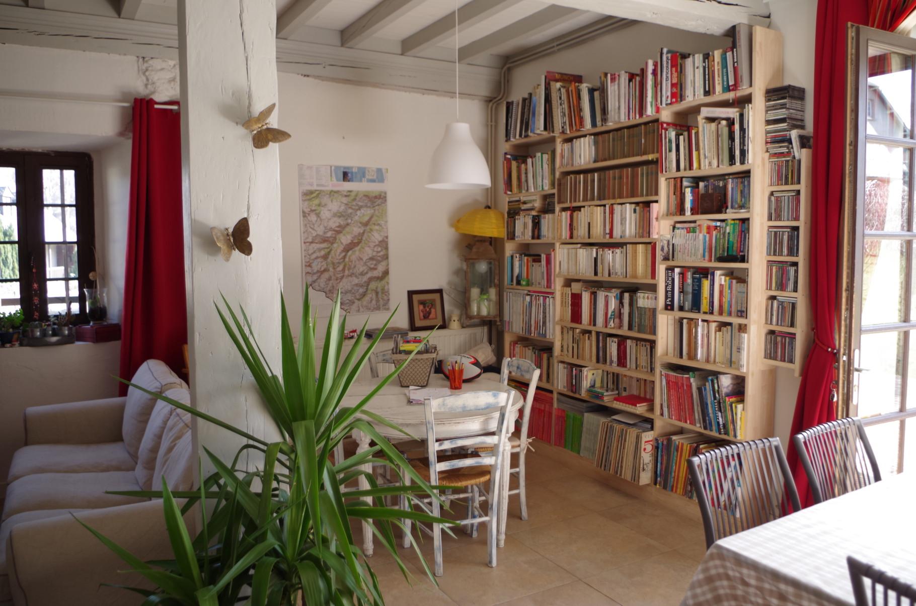 Bibliothèque et espace jeux - Maison Sempé - maison d'hôtes dans le Val d'Azun