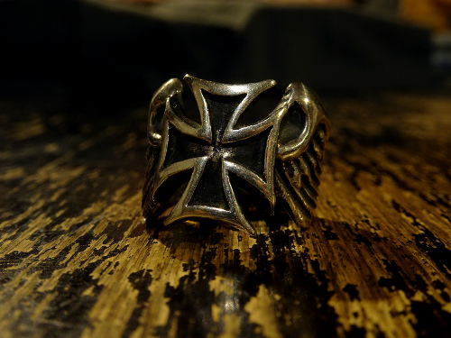 13GANG SKOOTER FLYING CROSS RING