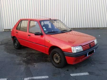 Un sacré numéro : 205 Peugeot