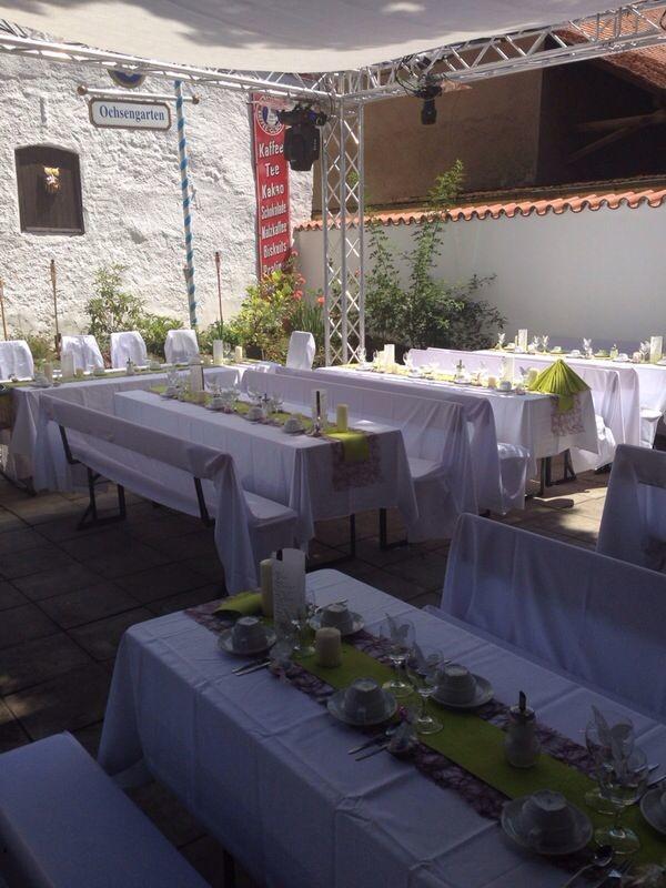 Hochzeit im Biergarten