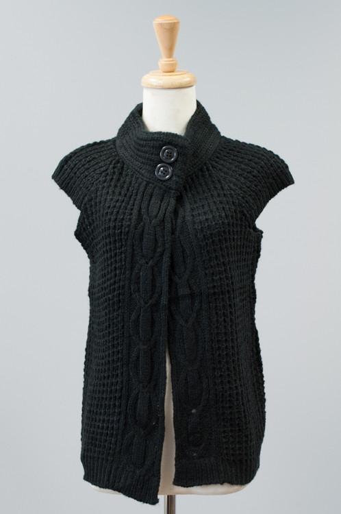 SW10292  Cavalini/Cisono Light sweater with a two button design collar.  Materials: 100% Acrylic Sizes: S M L PRICE  €21.00