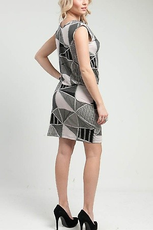 Abstract Quilted Smocked Dress PRICE €54.00  only Style No.AS-8412-1 Material 57%Cotton 43%Polyester Origin China Description Information unavailable. ColorGraySizeS-M-L