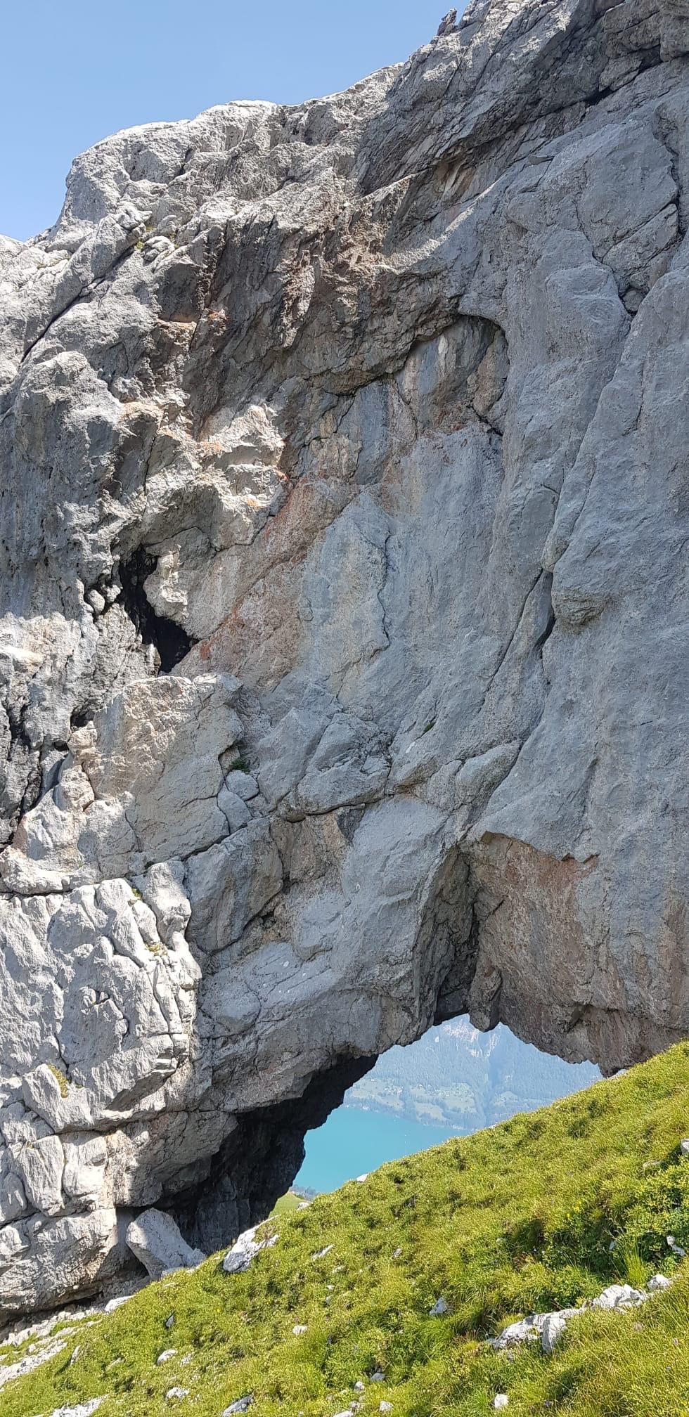 Es ist steil rund um das Mürtschenloch (Foto Res Menzi)