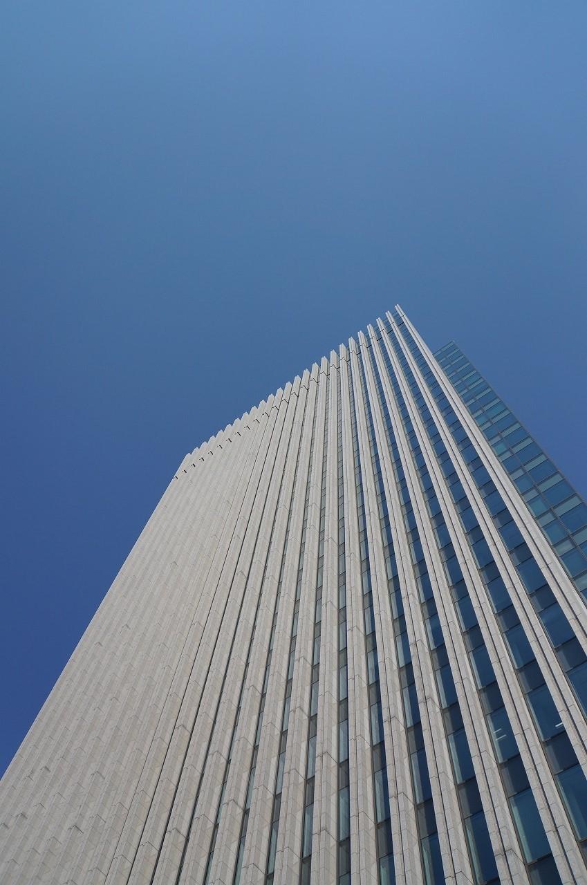 すごい!青空にビルが伸びているんだぁ