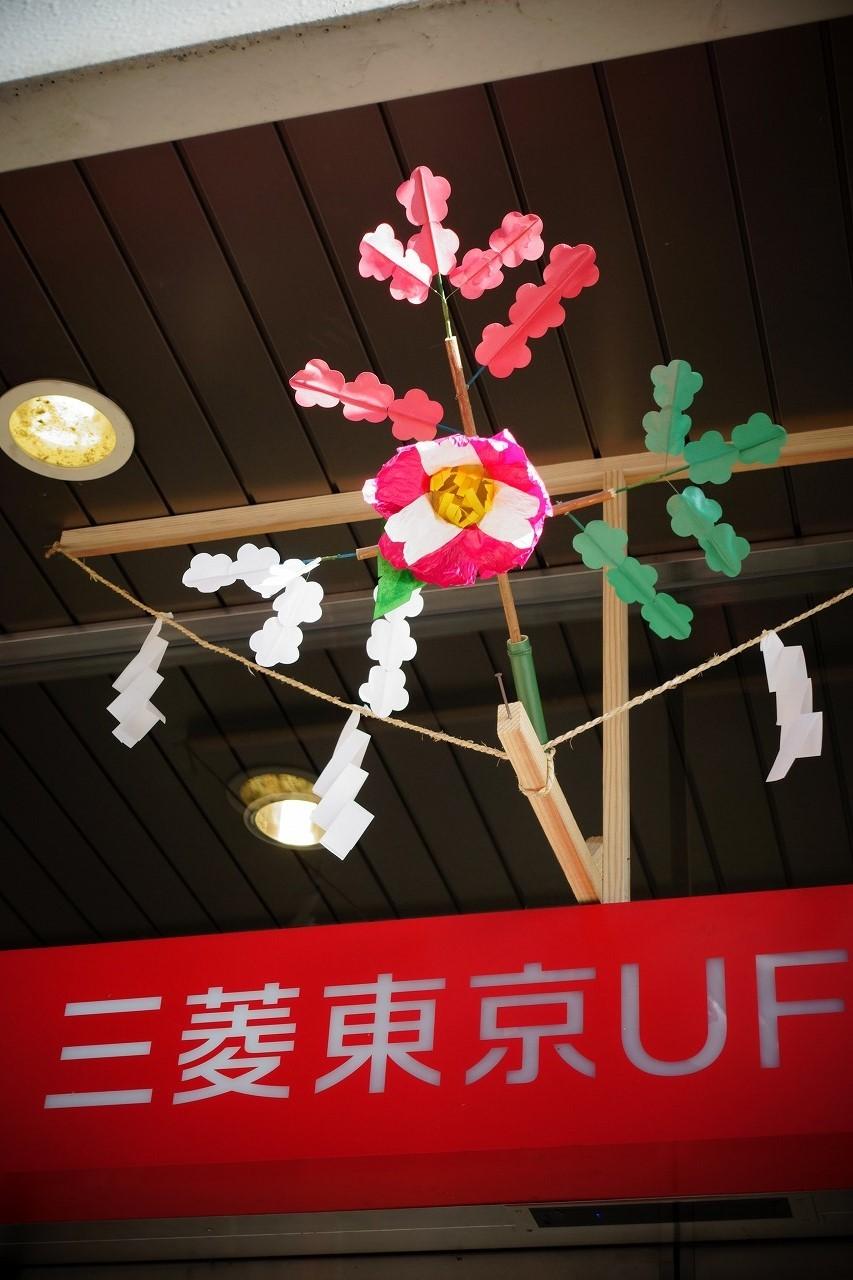 早稲田通りにはお祭りの飾りが所々に