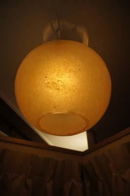 タンポポのシンボルです。不思議な照明…答えはご来店のときに…