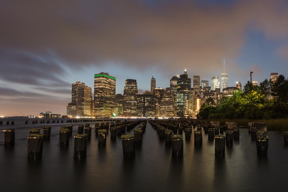 Manhattan bei Nacht, von Brooklyn Heights aus gesehen