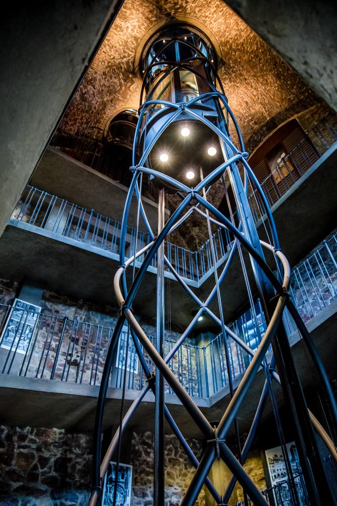 Fahrstuhl im Rathausturm von Prag