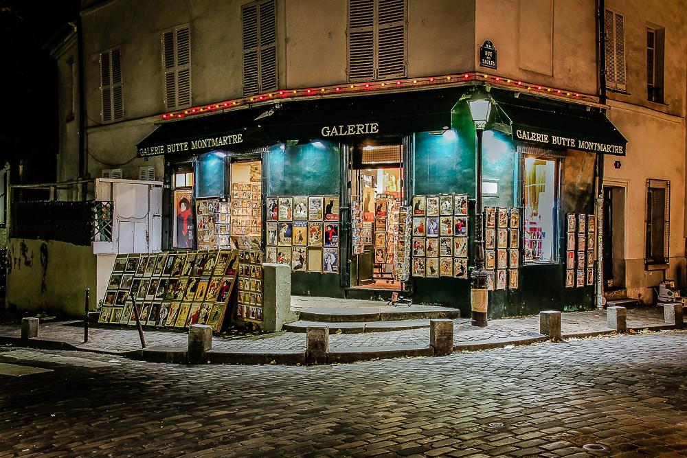 Galérie in Montmartre bei Nacht