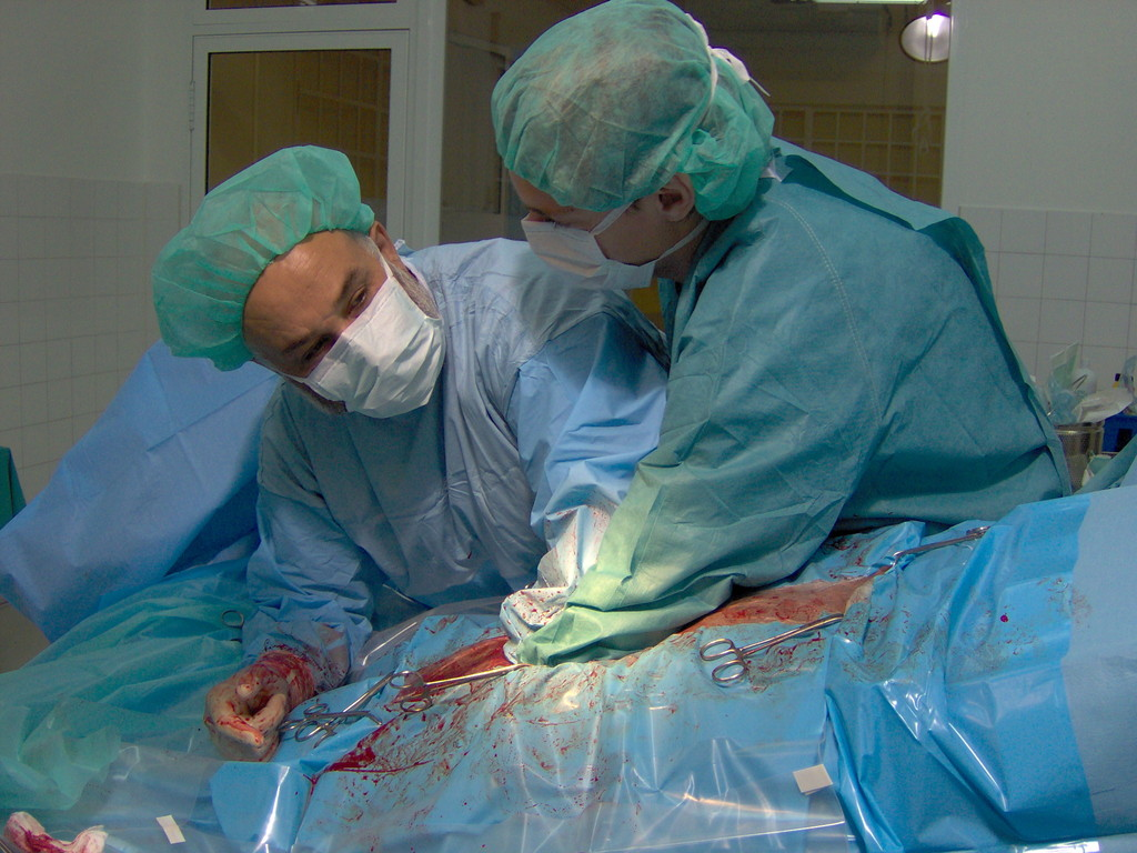 Colaborando en cirugias de urgencia