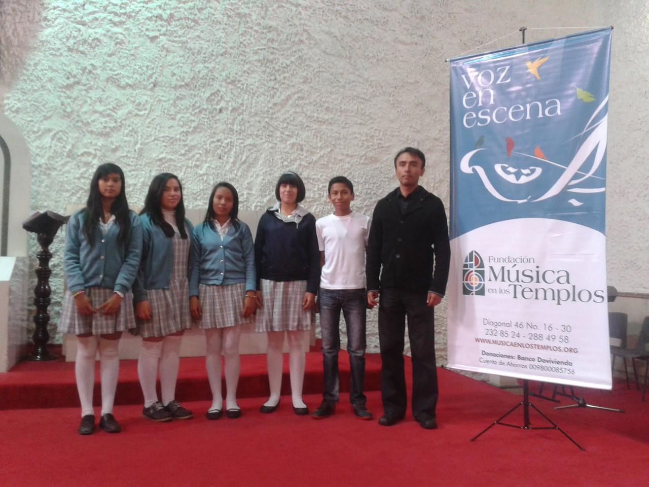 Presentación Festival de Coros 2013 organizado por la Fundación Música en los Templos en la Iglesia de Santa Helena. Barrio Eduardo Santos.