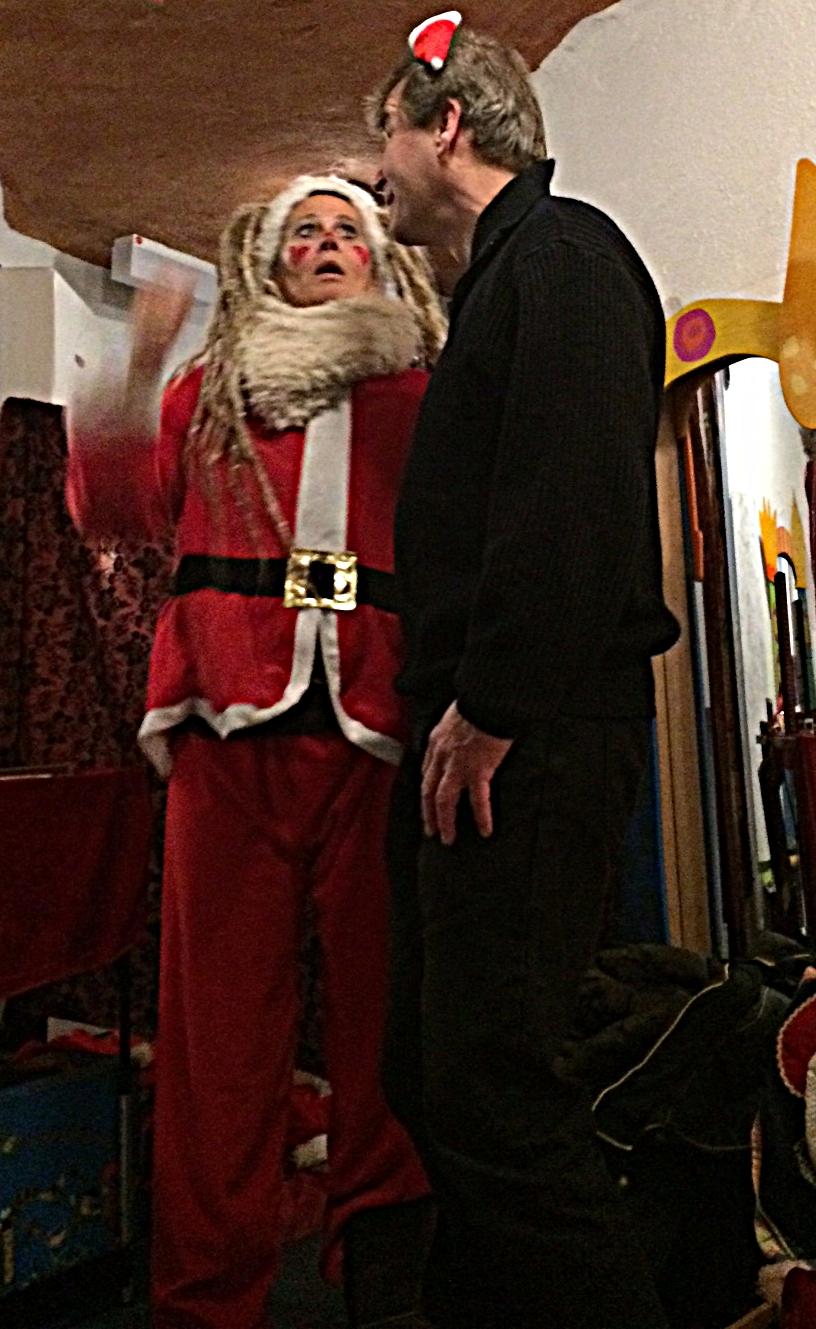 ...ahhh, aber die Nikolausmütze ist irgendwie zu klein...