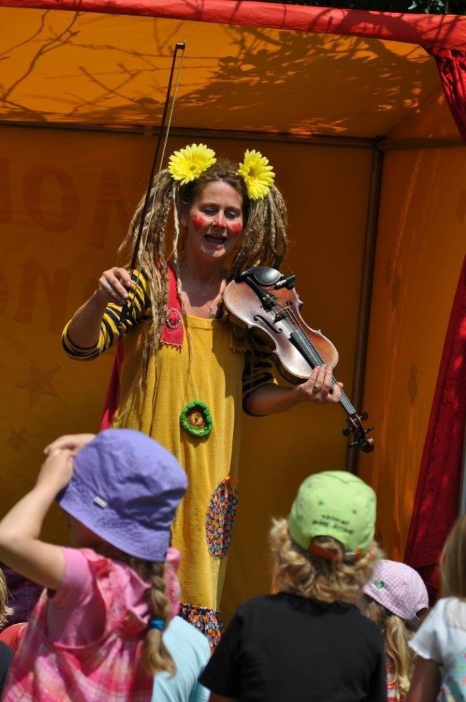 Monique stellt ihr Liebelingsinstrument, die Geige vor!