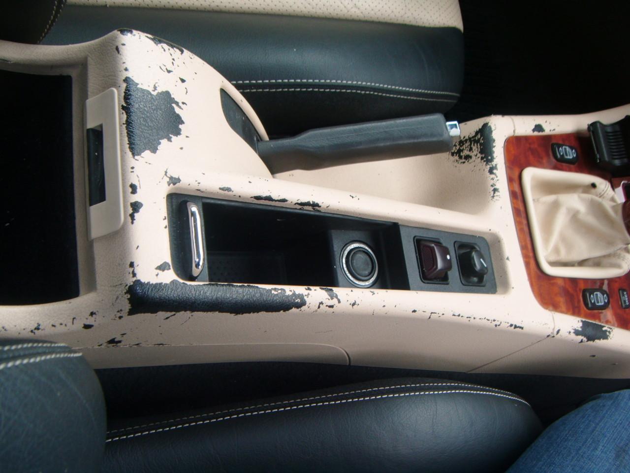 Kunststoff Färbung Mittelkonsole Mercedes SLK  (Vorher)