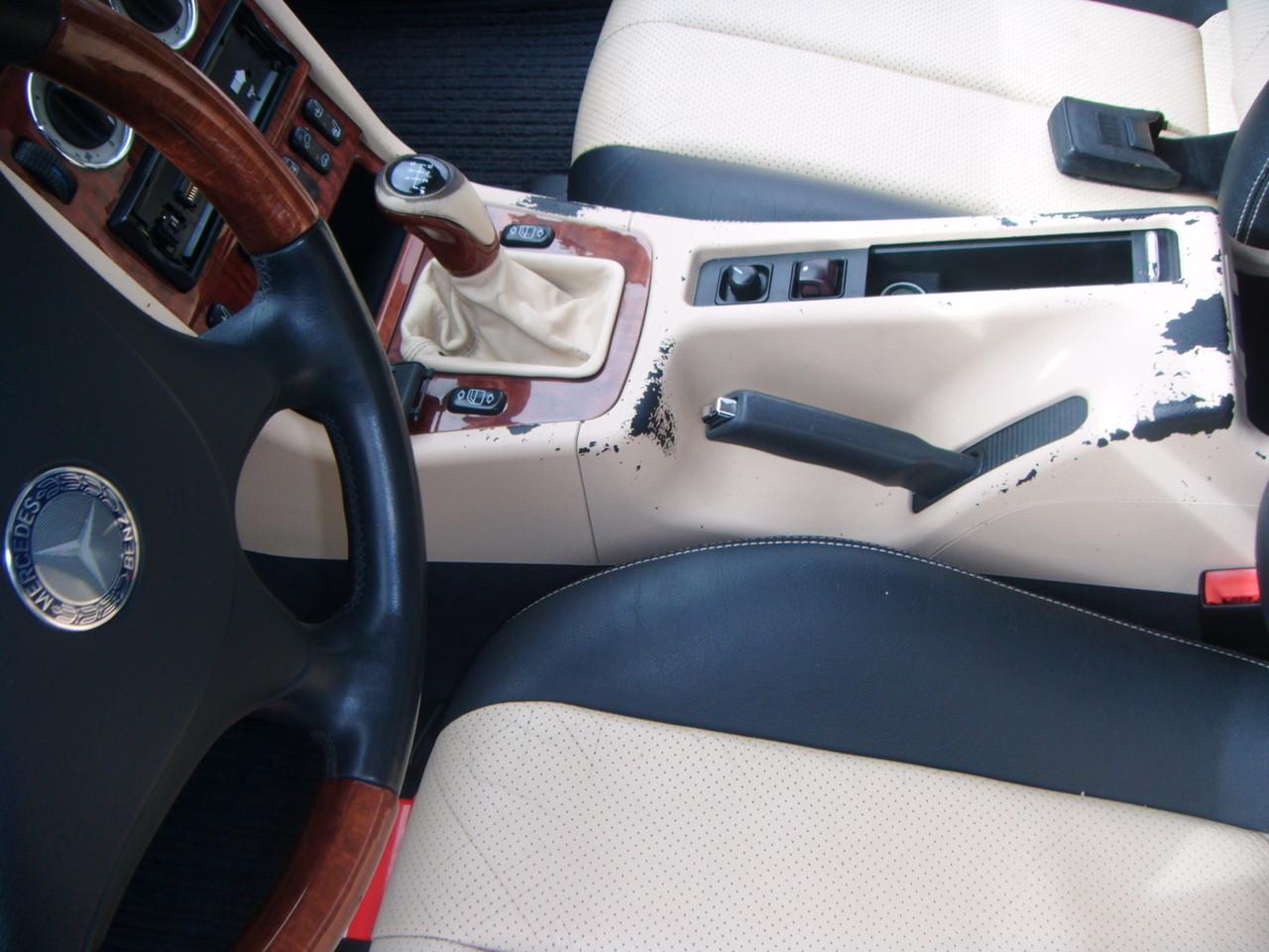 Kunststoff Einfärbung Mittelkonsole Mercedes SLK  (Vorher)