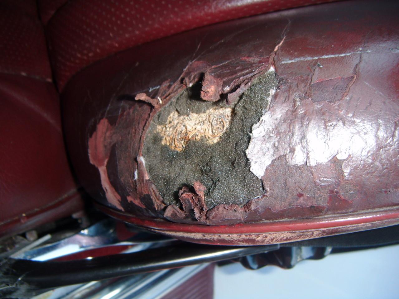 Lederreparatur Oldtimer Mercedes  (Vorher)