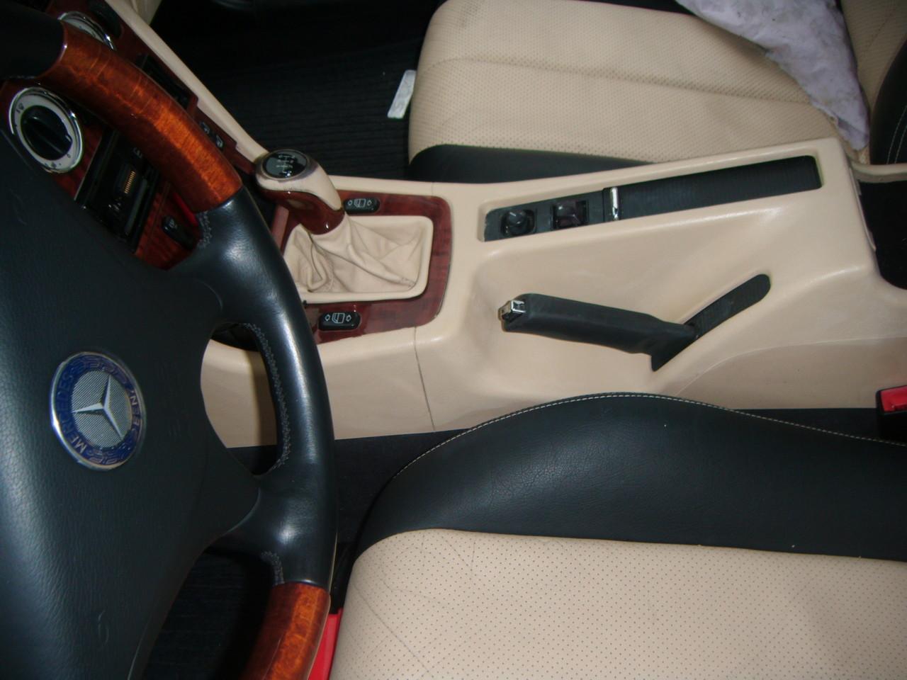 Kunststoff Einfärbung Mittelkonsole Mercedes SLK  (Nachher)