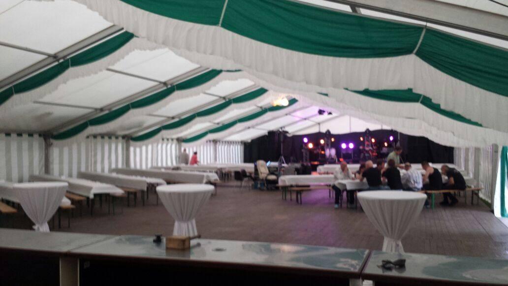 Festzelt mit Bühne / Dorffest
