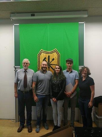 Unsere Besten mit Innungsmeister St. Herrn Siefried Seidl, Lehrlingswart Herrn Reinhard Bauer und Berufsschullehrerin Frau Johanna Schweiger