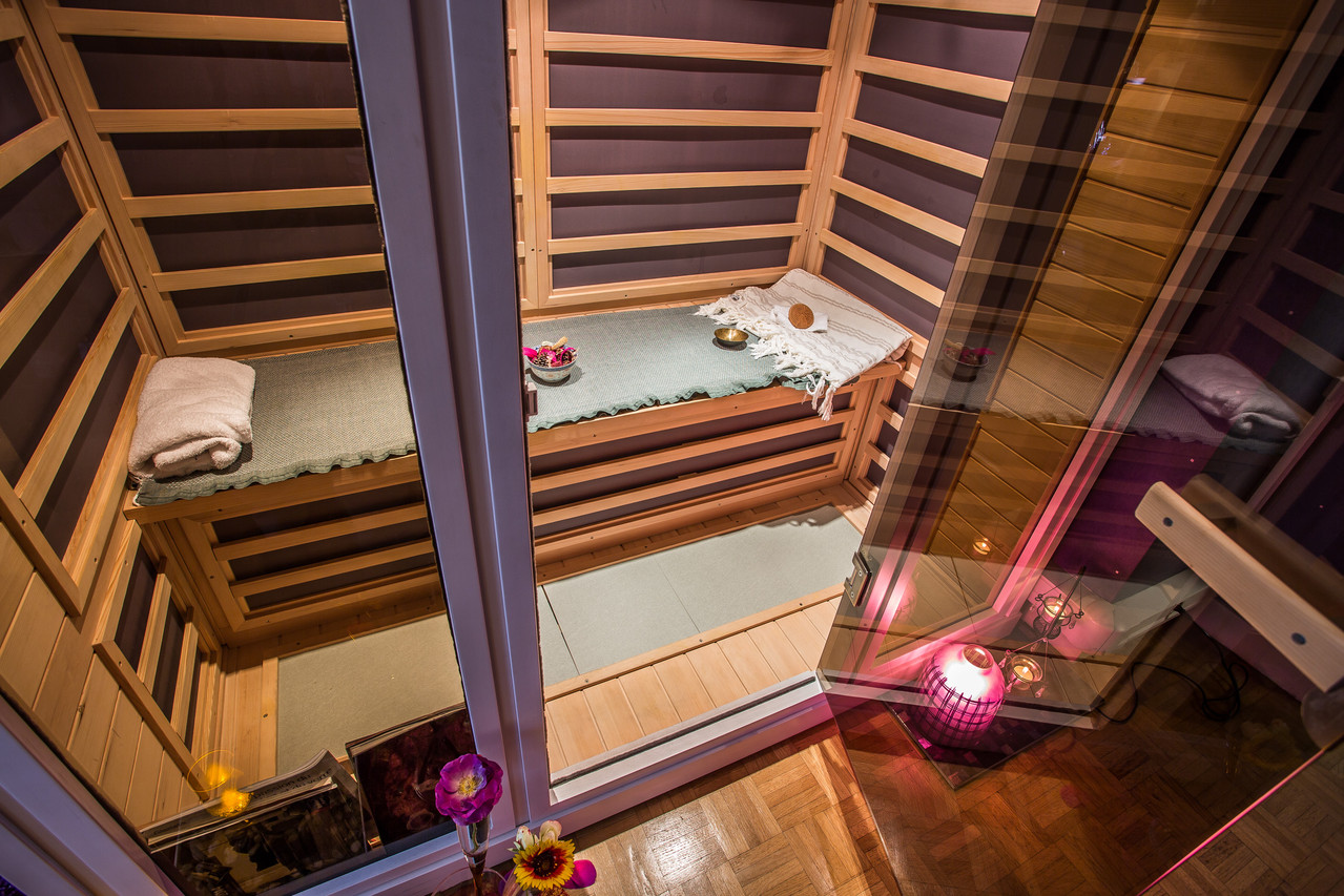le sauna infrarouge les mains de nacre. Black Bedroom Furniture Sets. Home Design Ideas