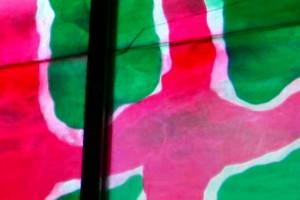 Détail d'après Claude Viallat, vitrail de ND des Sablons, Aigues-Mortes (Gard)