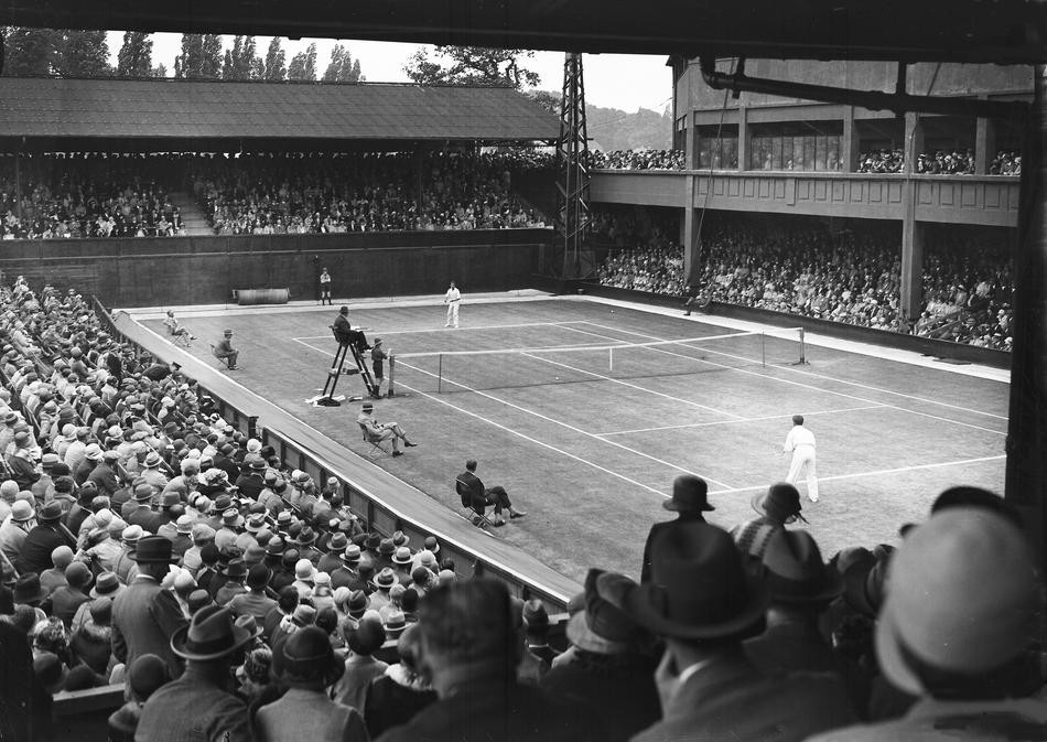 General view of the Men's Singles match, on No. 1 Court, at Wimbledon, London, on June 28, 1928, between Britain's Henry W. Austin and American William Cohen. Austin defeated Cohen 6-4, 3-6, 6-4, 3-6, 6-1. (AP)