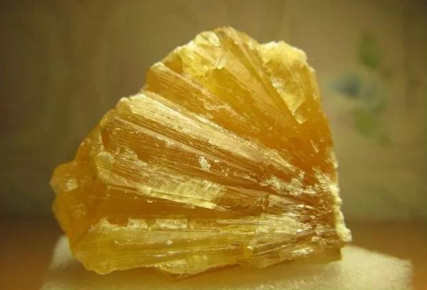 Желтый кальцит
