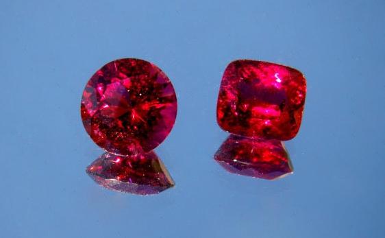 Красный турмалин (рубеллит)