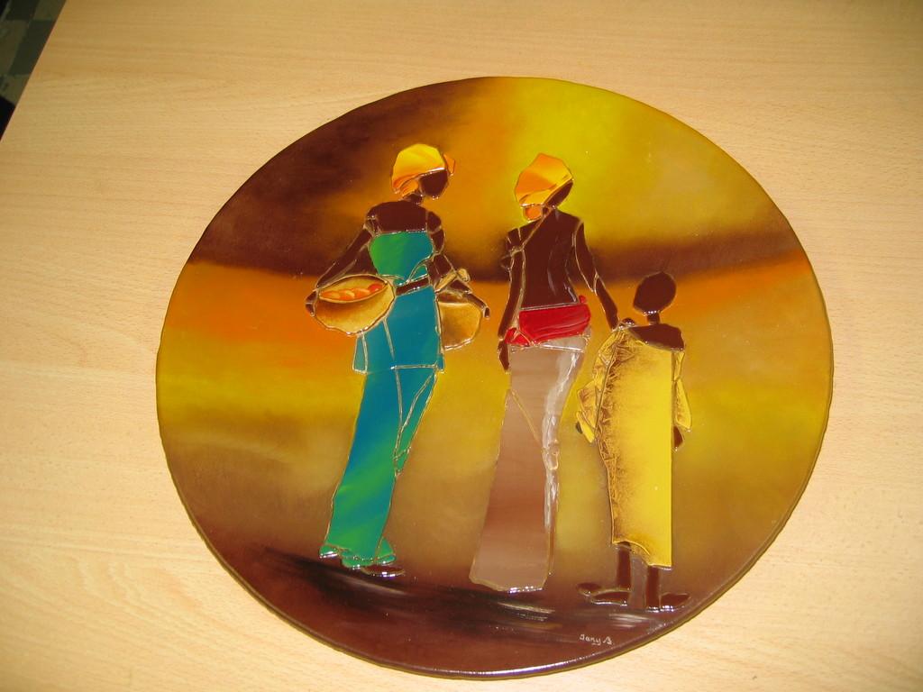 africaines sur une plaque ronde en verre