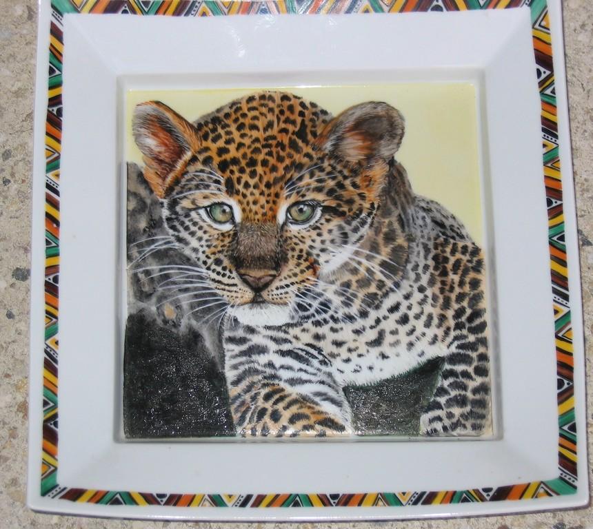 un adorable bébé léopard d'après photo