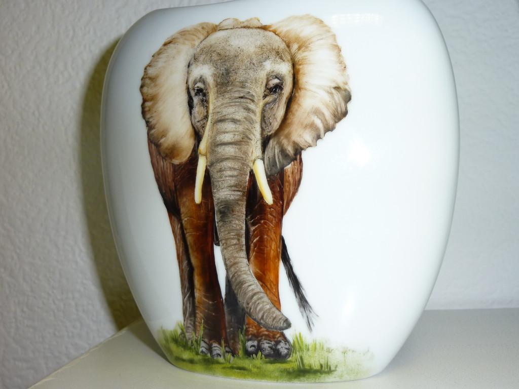 éléphant sur un vase