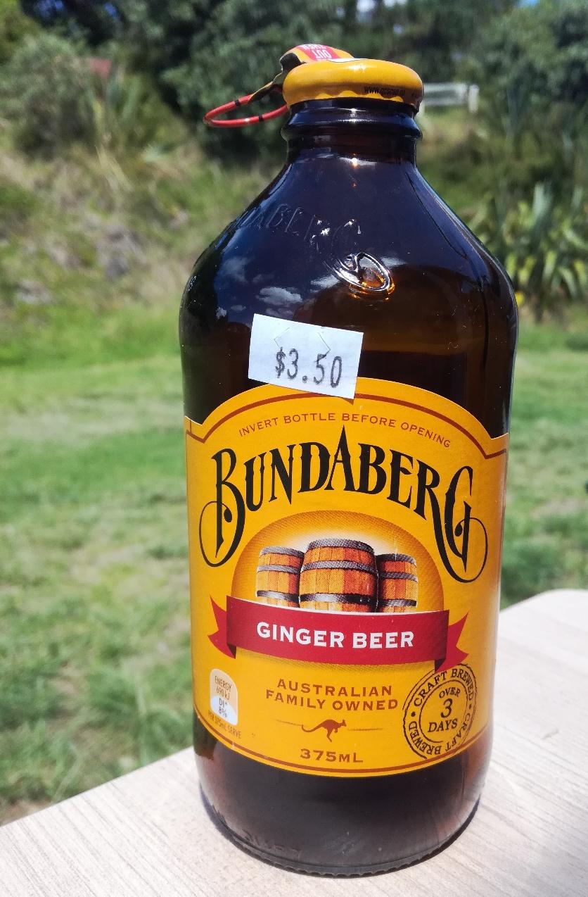 Jan sagt, das teuerste Bier, das er jemals getrunken hat. Umgerechnet 2,06 Euro...