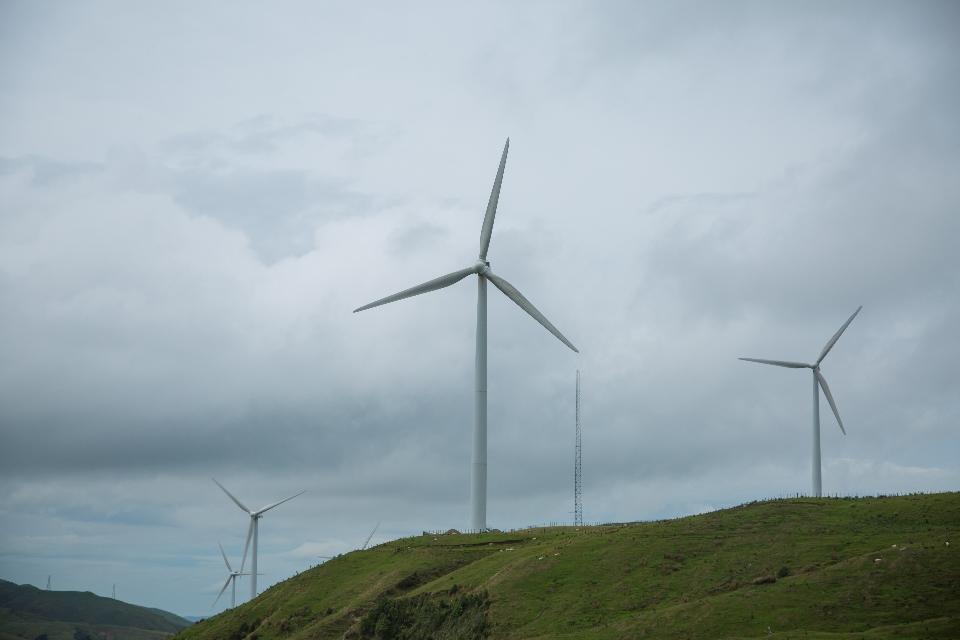 Im Neuseeland wird auf Wind- und Wasserkraft gesetzt. Atomkraft gibt's hier nicht. Aber Die Mühlen halten sich in absoluten Grenzen, weil der Neuseeländer sich offensichtlich nur das nimmt, was er WIRKLICH zum Leben braucht. Und das muss nicht immer viel sein, denn meistens ist weniger viel mehr!!!