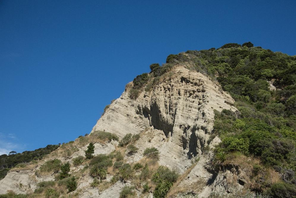 ... und links diese grandiosen Felsformationen ...