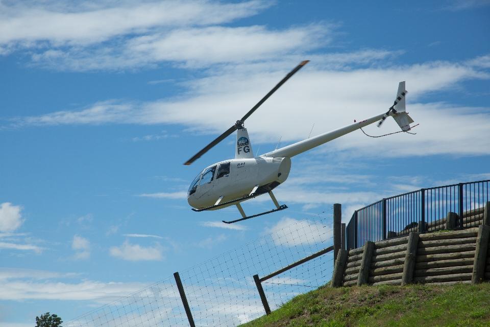 ... aber Hubschrauber nur gucken ist ja nicht alles. Fliegen ist viel schöner!!