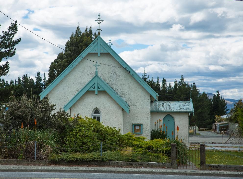 ... wieder mal eine niedliche Kirche ( hier könnt man glatt heilig werden )...