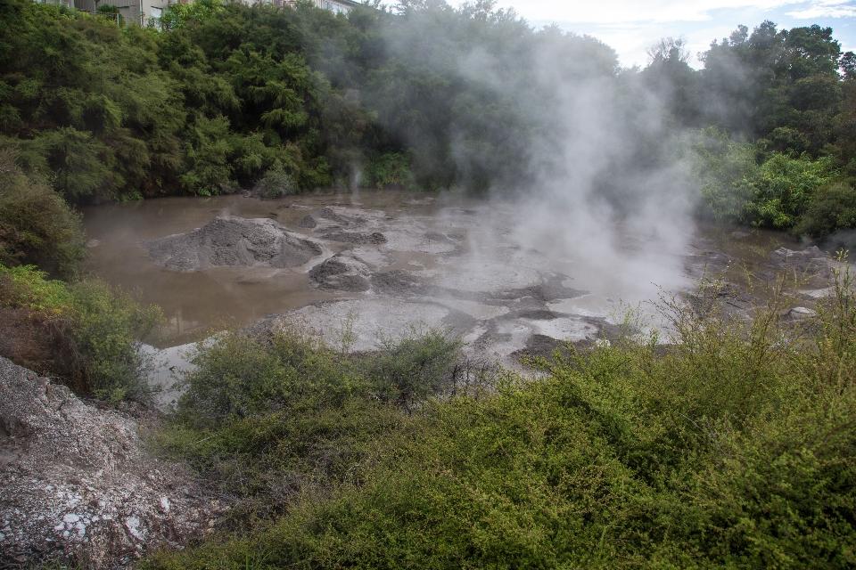 Hier jetzt ein paar bildliche Eindrücke von Rotoruas Qualmkessel, die ich weitgehend unkommentiert lassen werde.