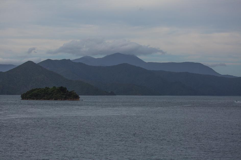 ... bis nach insgesamt drei Stunden Überfahrt die schon mystisch erscheinende Südinsel in Sicht kam.