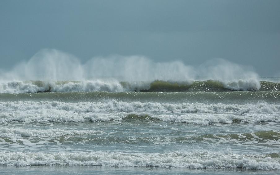 Das ist kein Meer. Das ist ein Ozean!! Mannshohe Wellen bis vorne zum Strand. Hab dem Jan verboten dort zu baden, wenn er mir nicht vorher einen Ersatzchauffeur besorgt 😉