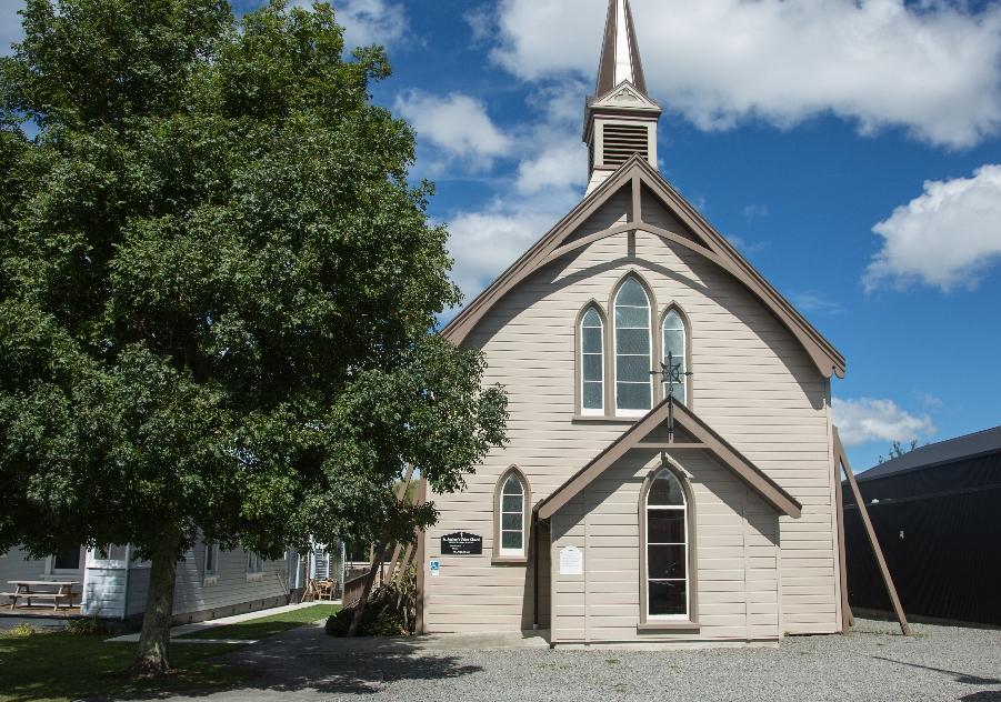In den Ortschaften schlichte Kirchen ...