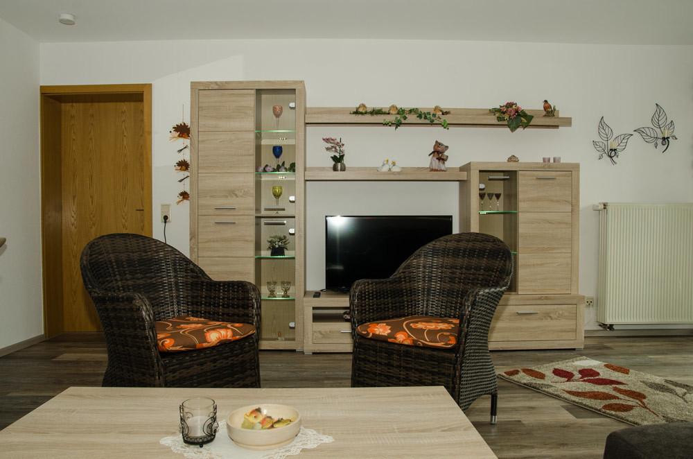 Gästezimmer, Wohnbereich mit Schrankwand und SAT-TV, Bild 4