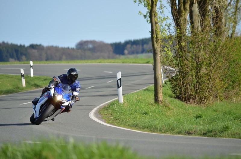 Kurvenreiche Strecken für Motorrad-Fans